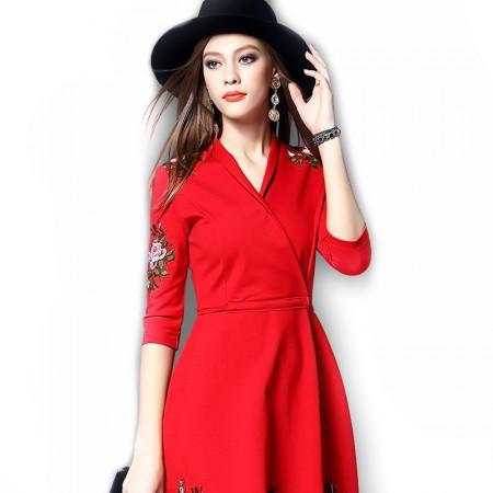 丁摩 新款欧美时尚刺绣连衣裙0813·红色