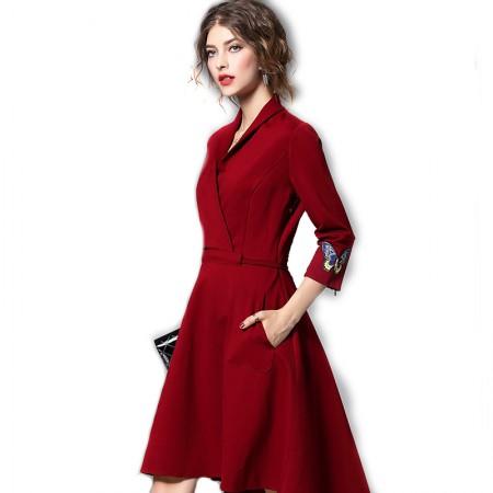 丁摩 袖口绣花收腰前短后长大摆连衣裙0842·枣红