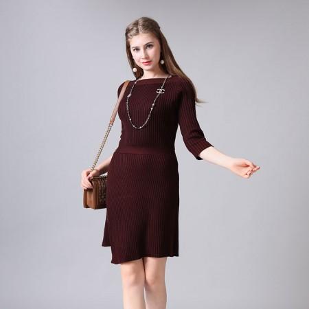 尚浓修身半开领螺纹钉扣斜摆迪奥款九分袖针织连衣裙·酒红