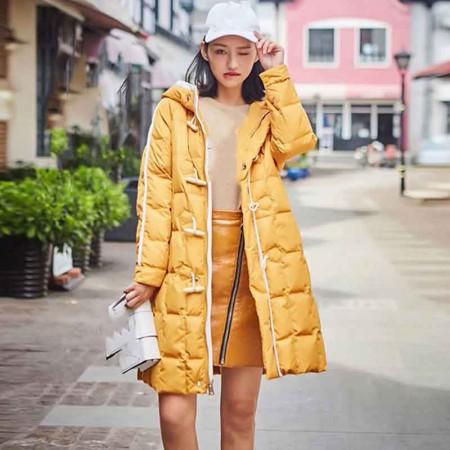 尚浓冬季新款保暖连帽中长款牛角扣外套时尚减龄白鸭绒羽绒服·黄色